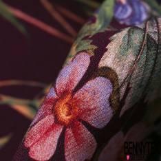 Panneau Crêpe Polyester Motif Parterre de Fleur fond Bordeaux