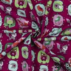 Coton effet Satiné Soyeux imprimé Patch avec Animaux de la Forêt fond Framboise