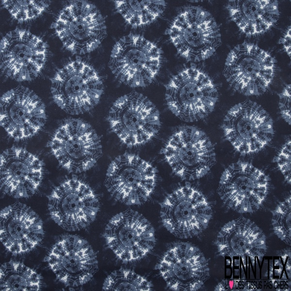Coton imprimé digital motif mandalas shibori bleue et blanche Fond bleu marine