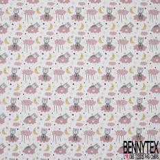 Coton imprimé motif ours gris assit sur nuage rose lune jaune et étoile multicolore Fond blanc