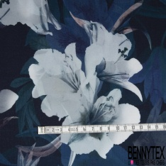 Fibrane Viscose Imprimé Motif grande fleur ton bleu Fond bleu nuit
